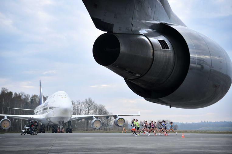 Op Twente Airport vond onlangs nog de marathon van Hamburg plaats, die in de Duitse plaats niet door kon gaan vanwege de coronamaatregelen.  Beeld ANP