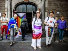 Utrechtse Pride-pelgrims na 45 kilometer lange wandeltocht aangekomen in Amsterdam