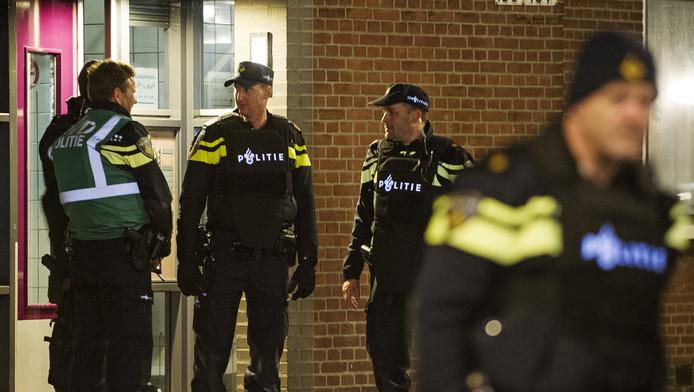 Een arrestatieteam bij de flat van Anis B.