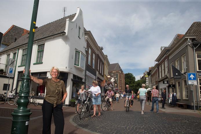 Dorine Maresch is in Doesburg al aan haar tweede modezaak toe. Foto Theo Kock