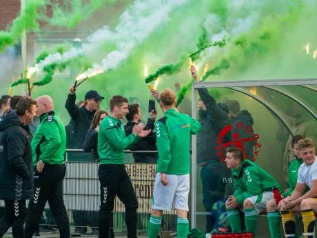 UPDATE: Vuurwerk en honderden fans bij derby SVHA-Excelsior, RKHVV naar knock-outfase