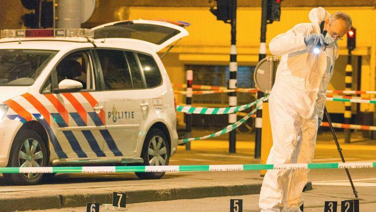 Forensisch onderzoek in de Jan Evertsenstraat na de schietpartij begin oktober Beeld anp