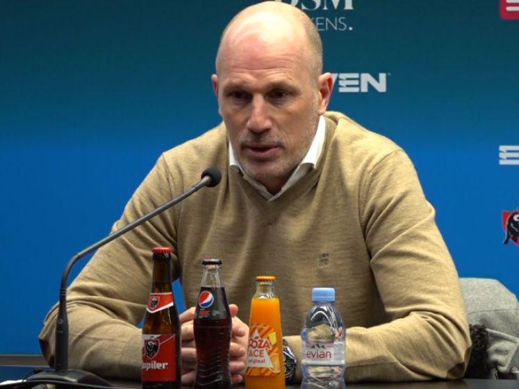 """Clement over wel heel vroege wissel van doelpuntenmaker Badji: """"Problemen als één schakel totaal andere dingen doet"""""""