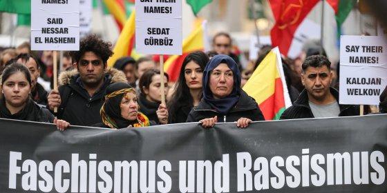 Duizenden komen af op demonstratie in Hanau na aanslag