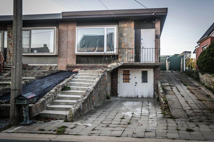 Het huis waar enkele jongeren verbleven.