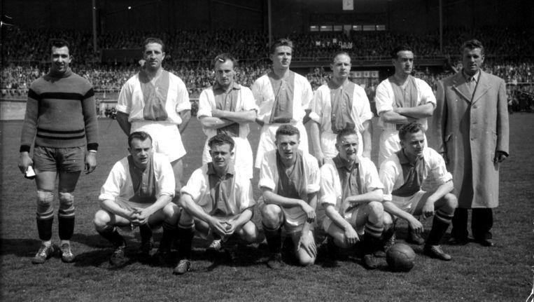 Ger van Mourik is de tweede staande man van links. Deze foto werd gemaakt in het seizoen 1956-1957. Beeld anp