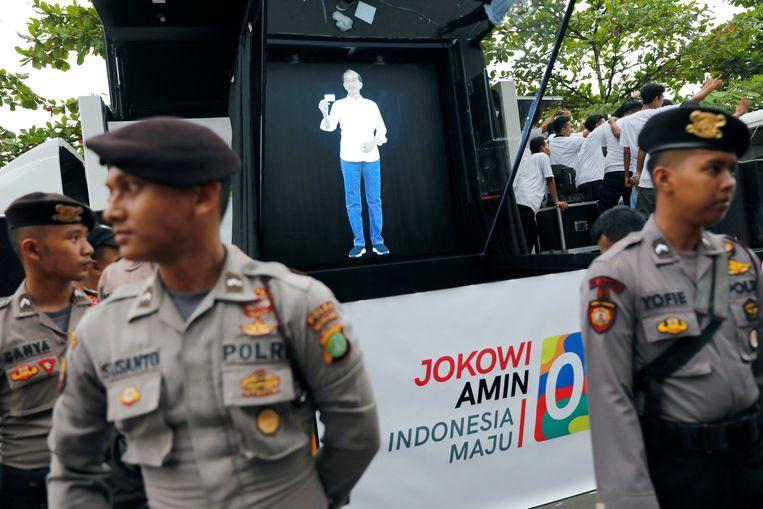 Joko Widodo verschijnt als hologram om meer kiezers te lokken.