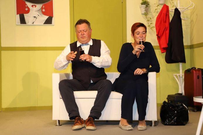 Lesley Coutteure aan de zijde van Hans Boutten tijdens één van de vele voorstellingen met 't Zonnebeeks Amateur Theater