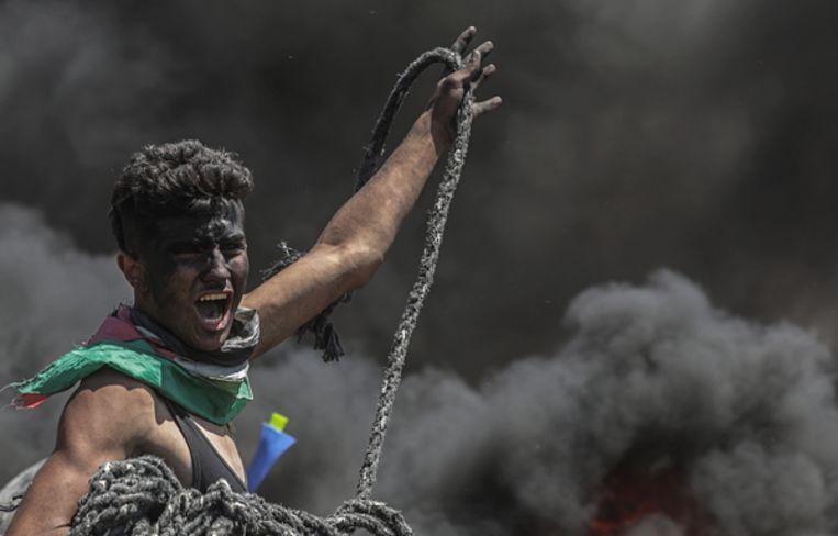 Een betoger in Gaza. Beeld EPA