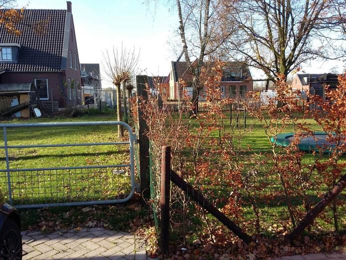 De tuin rechts, waardoor deels een fietspad moet gaan lopen. Foto: DG