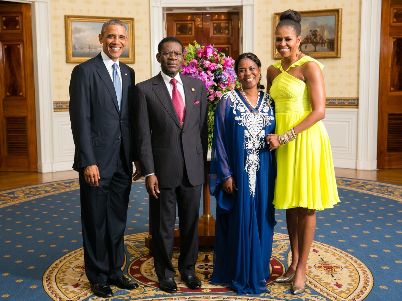 De foto die Mark Blaisse voor Teodoro Obiang en zijn vrouw Constancia Mangue regelde met Barack en Michelle Obama.