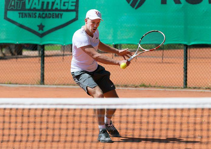 Mick van Abeelen, hier in actie bij het Papendrechtse TOP, is blij dat hij weer toernooien kan spelen.