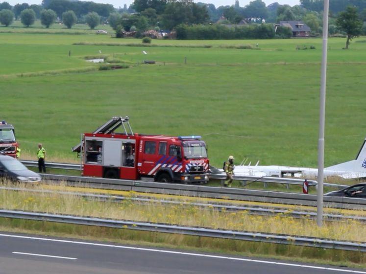 Vliegtuig eindigt in sloot langs snelweg bij Apeldoorn