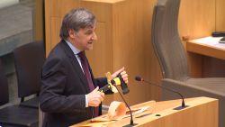 Het moment waarop Wilfried Vandaele bijl bovenhaalde in parlement