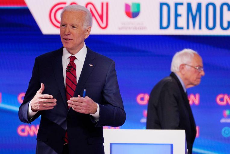 Joe Biden, maandag tijdens het tv-debat met Bernie Sanders. Beeld AP