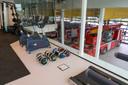 De nieuwe brandweerkazerne in Waalwijk heeft een fitnessruimte die uitkijkt op de uitrijruimte.