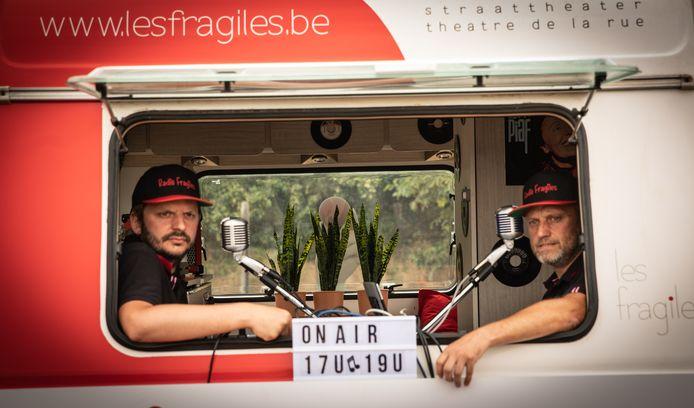 Ce caravan van Radio Fragiles strijkt neer in Glabbeek.