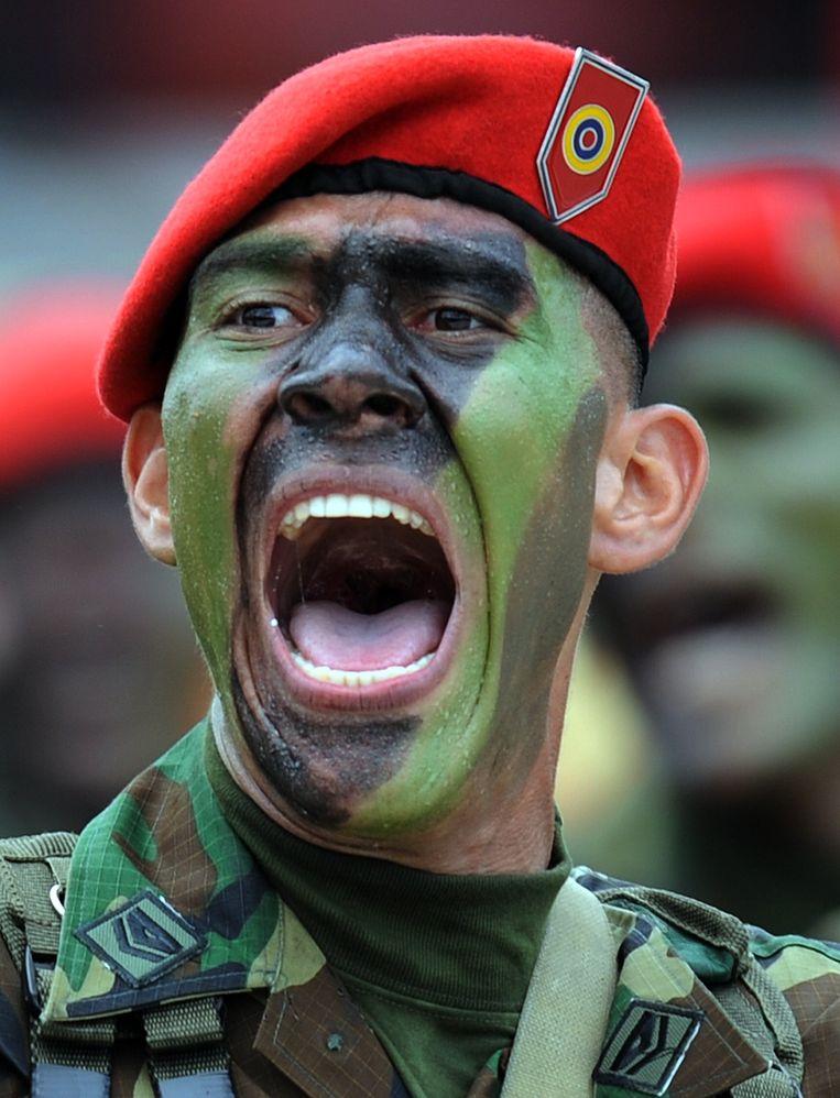 Het Venezolaanse leger blijft, drie maanden nadat Juan Guaidó zich uitriep tot interim-president, nog steeds achter de regering-Maduro staan.  Beeld AFP