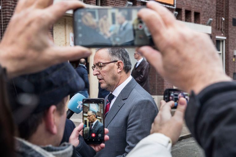 Burgemeester Aboutaleb bezoekt het Designcollege  in Rotterdam. Beeld null