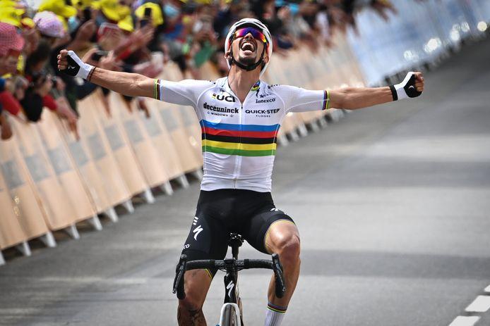 Julian Alaphilippe boekte op de openingsdag van de Tour z'n voorlopig laatste zege in de regenboogtrui.