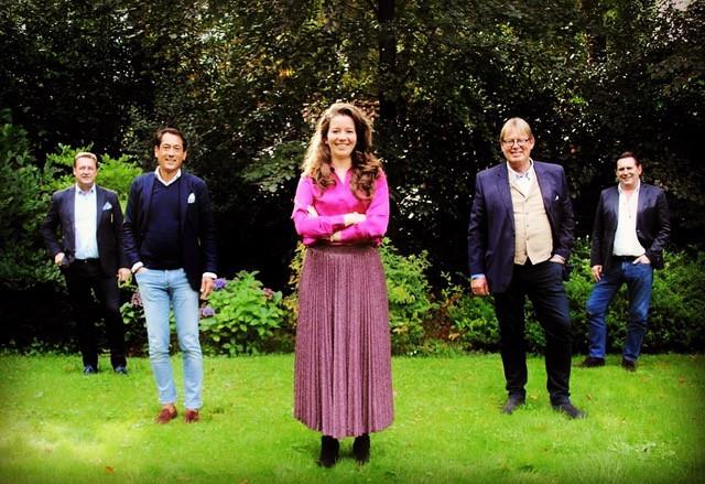Vijf kandidaten van WIJ! Oisterwijk (vlnr Eric Knaapen, Kim Tjoa, lijsttrekker Stefanie Vulders, Toin Verhoeven en René Peek, lijstduwer Anton Vulders ontbreekt)