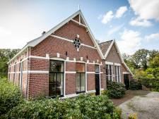 Het voormalige gemeentehuis Het Stift bij Weerselo: 'Baden in het licht, van zonsopgang tot -ondergang'