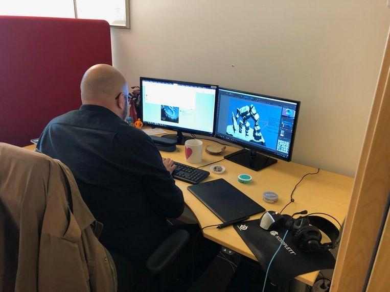 Een van de vijf ontwikkelaars van Iron Gate Studio in Skövde. Beeld Iron Gate Stuido