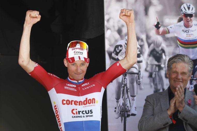 Mathieu van der Poel na zijn indrukwekkende overwinning in de Amstel Gold Race. Beeld EPA