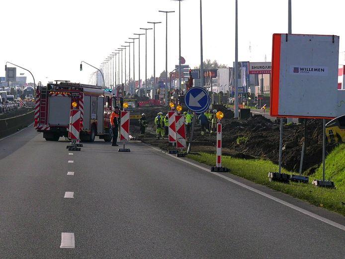 De A12 in Aartselaar was deze voormiddag volledig dicht in de richting van Brussel door een gaslek.