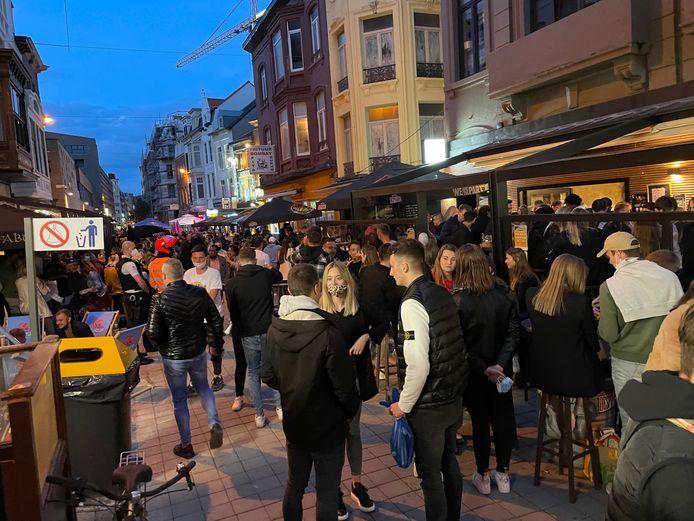 Tijdens de openingsavond in de Langestraat kon je over de koppen lopen.