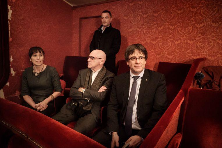Paul Bekaert en Carles Puigdemont bezoeken in 2017 in Gent de opera 'Duc d'Alba', over de Spaanse overheersing. Bekaert: 'Puigdemont is de toegang tot het Europees Parlement ontzegd, hoewel hij daar met meer dan een miljoen stemmen verkozen is.' Beeld Eric de Mildt