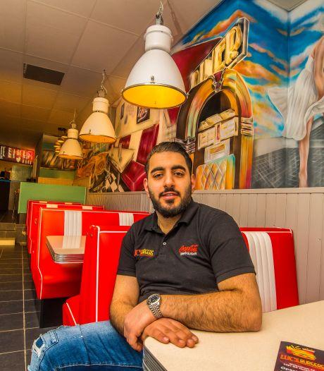 Lucas (23) opent in Haaksbergen zijn tweede hamburgerzaak: 'Geef mij maar een simpele cheeseburger'