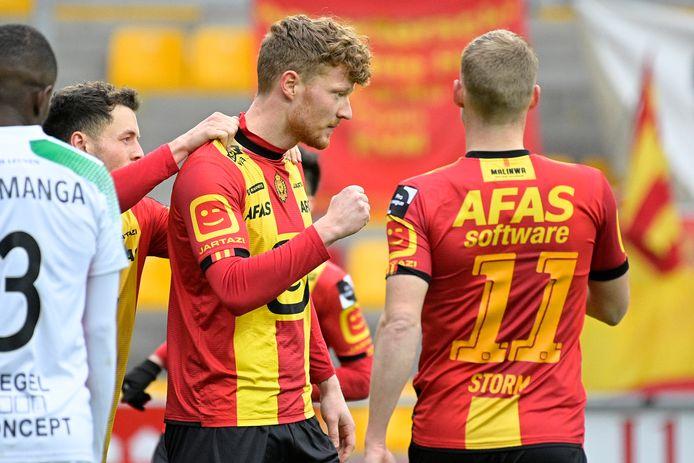 Ferdy Druijf viert z'n doelpunt met Nikola Storm.