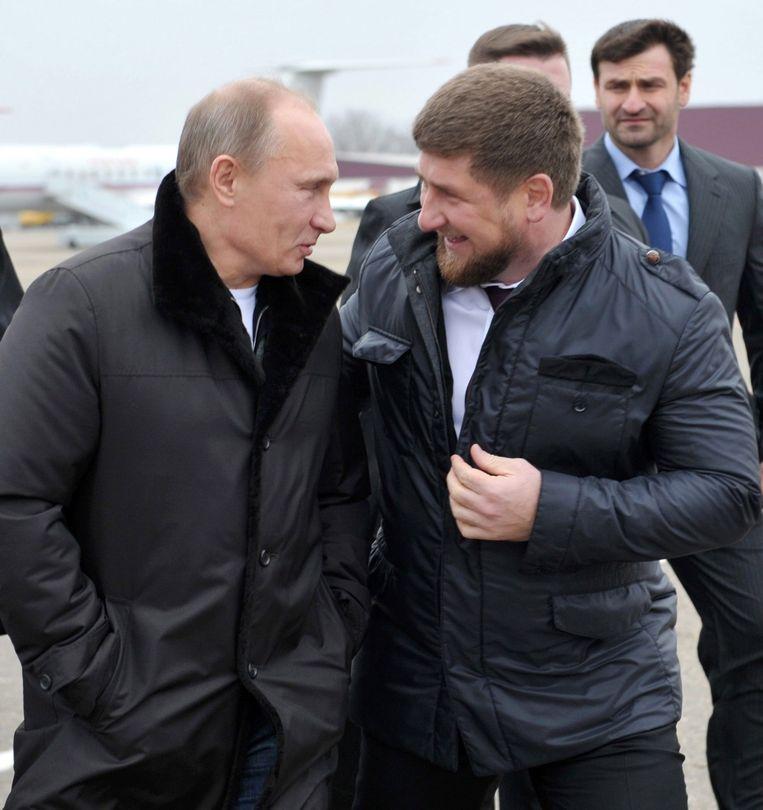 Vladimir Pouetin (links) en de Tsjetsjeense leider Kadyrov in 2011. Beeld ANP