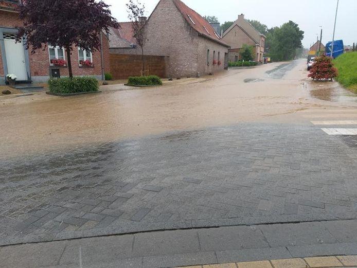 Regen en wateroverlast in de Brakelse deelgemeente Michelbeke