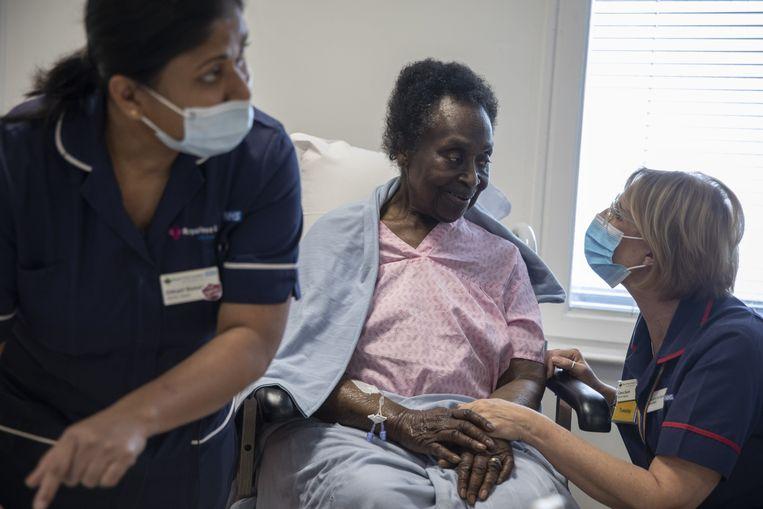 NHS-verpleegsters aan het werk. Beeld Photo News