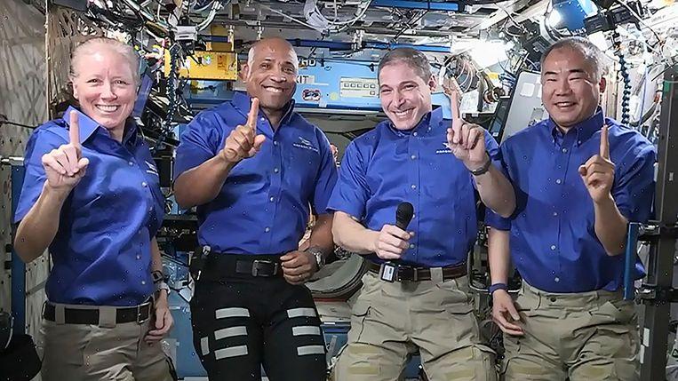 Crew-1 astronauten (v.l.n.r.) Shannon Walker, Victor Glover, Michael Hopkins en Soichi Noguchi aan boord van ISS enkele dagen voor hun terugkeer naar aarde. (27/04/2021) Beeld AFP