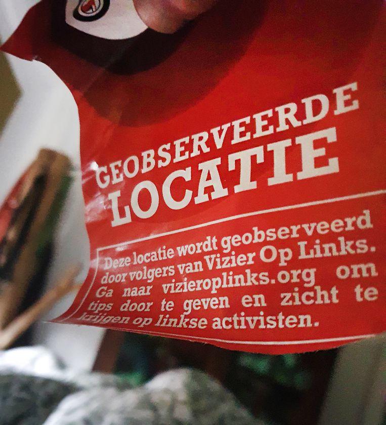 De sticker van Vizier Op Links. Beeld Twitter/Huub Bellemakers
