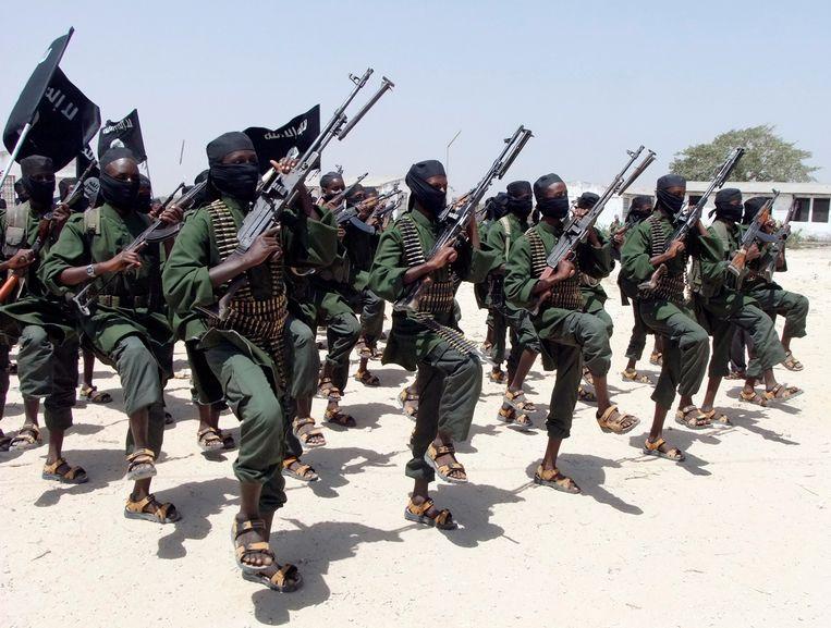 Strijders van de Somalische radicaal-islamistische groep Al Shabaab. Beeld AP