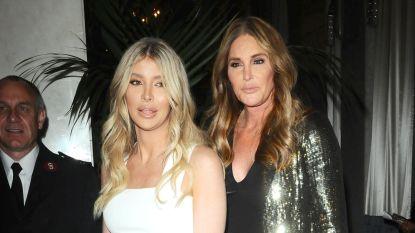 """Caitlyn Jenner (68) klampt zich vast aan 21-jarige trans-verloofde: """"Sophia is de enige die nog naar haar omkijkt"""""""