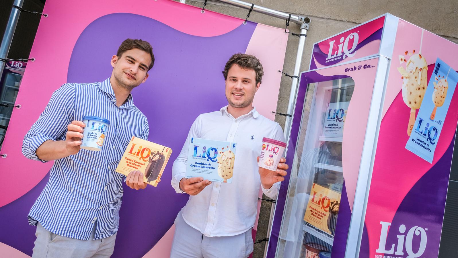 Jorgo Struyve (26) en Nicolas Destoop (27) van LIQ in Harelbeke zullen hun ijsjes -met een scheutje alcohol- voortaan ook via een webshop verkopen.
