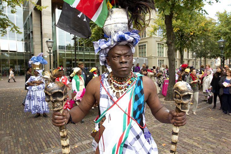Het 'kenniscentrum voor slavernij' NiNsee in Amsterdam stond in het verleden onder financiële druk. Hier een demonstratie tegen bezuinigingen. Als het op land niet lukt, dan maar op het water? Beeld WFA DIRK HOL