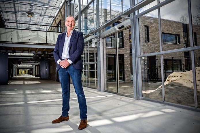 Regiomanager John Rijsdijk is maar wat blij met het nieuwe verpleeghuis Breede Vliet