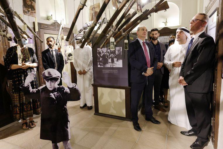 Ambassadeurs van Israël en Duitsland bezochten in mei de Holocausttentoonstelling in het museum Crossroads of Civilizations in Dubai. Beeld Hollandse Hoogte / AFP