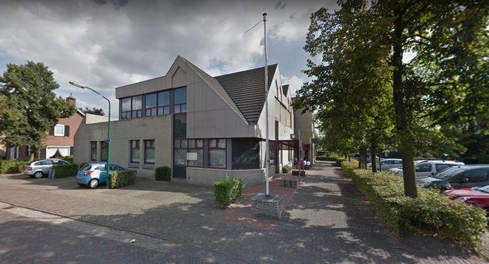 Het pand van de Rabobank op de hoek van Tramstraat en de Kromstraat in Nistelrode, in 2016
