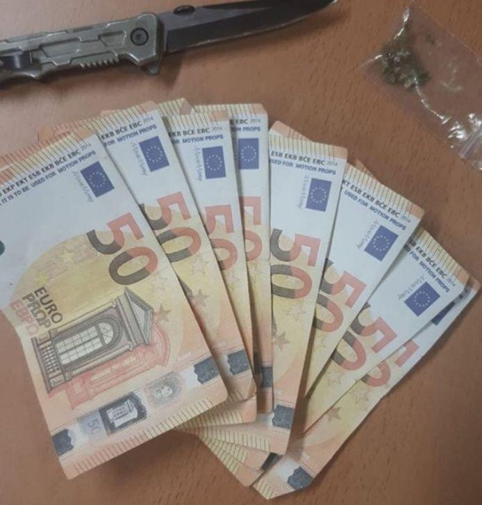 De man droeg 400 euro aan nepgeld bij zich.