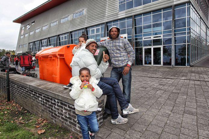 De sporthal in Bergen op Zoom waar de vluchtelingen werden opgevangen bood in 2015 plek aan zo'n tweehonderd mensen.