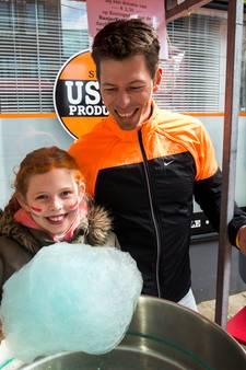 Carlyne haalt 900 euro op met suikerspinnenactie