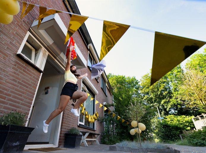 Eva van Hemert, leerling van het Jan van Brabant College in Helmond, is geslaagd.