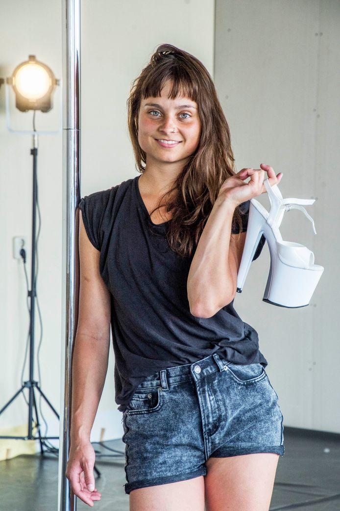 Simone Nairanna in dansstudio Het Dak.